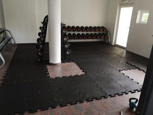 Płyty 100x100 cm w kształcie puzzla - podłoga LIVEFLOORING